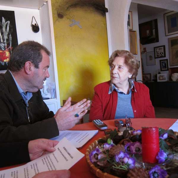 La galerista Carmen Cazaña durante un momento de la entrevista realizada por MAYMECO