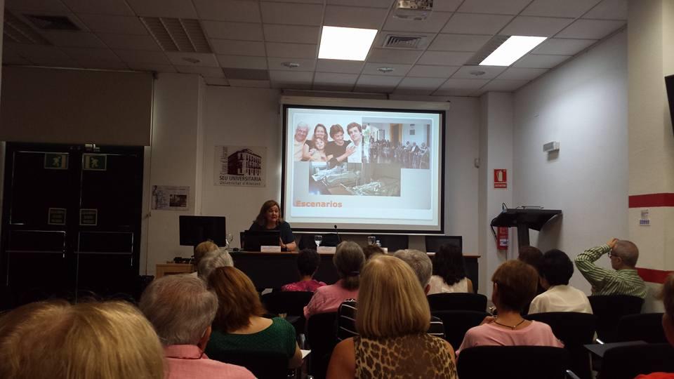 Vista parcial de la sala donde tuvo lugar la conferencia-coloquio sobre el abuso y maltrato a las personas mayores